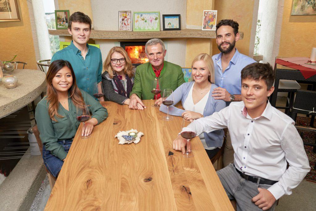 Die Winzerfamilie Hackner ist für ihren TOP-Heurigen bekannt.